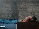 Sua vizinha flagrada dando na piscina