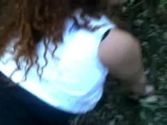 Puta gulosa mamando e fudendo no mato