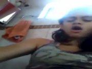 Novinha virgem taradinha se acabando na siririca