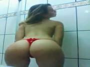 Carol novinha caiu no zap zap tocando sirica com vontade no banheiro