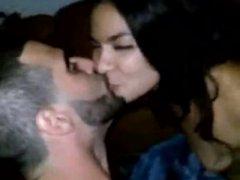 Morena da buceta greluda fazendo putaria com namorado caiu no zap