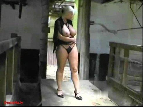 Ninfeta peituda tesuda caiu na net fazendo sexo ao ar livre