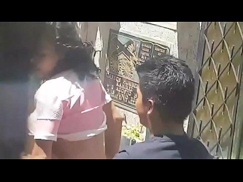 Flagras sexo no banco da praça