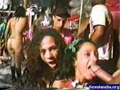 Sexo explicito no carnaval brasileiro 2018
